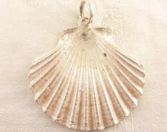 Vintage Handmade Sterling Cast Scallop Seashell Pendant