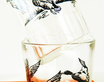 Set of Two Vintage Wildlife Cocktail Glasses / Retro Barware / Birds in Flight Whiskey Glasses