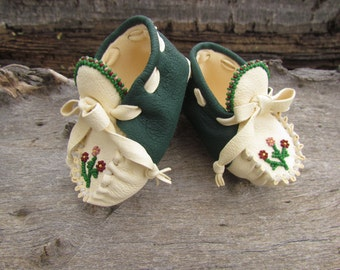 Baby Moccasins By Desi, Beaded Flowers, Deerskin leather, 3/6 months, Girl, Infant, frilly dress shoes, Boho, Hippie, First Easter Outfit