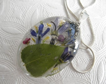 Aspen Leaf,Alyssum,Shooting Stars,Blue Lobelia,Forget-Me-Nots,Queen Anne's Lace Pressed Flower Oval Glass Pendant-Symbolizes Peace, Loyalty