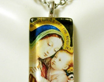 Madonna and child pendant with chain - GP09-140