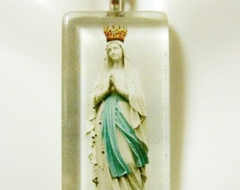 Our lady of Lourdes pendant with chain - GP12-261