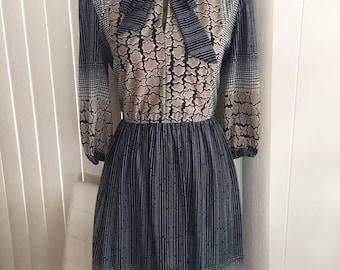 Vintage 60's 70's Day Time Dress -- Hipster -- Retro -- Boho -- Size M-L