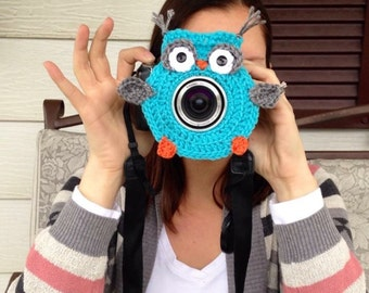 Crochet camera critter owl, lens buddy, shutter buddy.  Photography prop, photographer gift