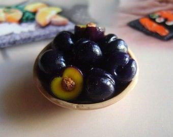 1 Basket  fruit prunes