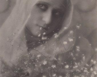 Sweet Madonna, Vintage Italian Postcard circa 1910s