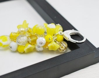 Sunny Yellow and White Purse Charm, Beaded Purse Charm, Flower Purse Charm, White Purse Charm, Zipper Pull, Purse Charm, Free Shipping