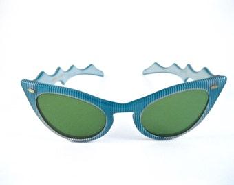 Aqua cat eye sunglasses turquoise blue w/ zigzag temples and stripes. 1950s cateye frames. Cabana TS-1139