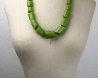 Vintage Unmarked Green Bakelite or Heavy Plastic Statement Necklace, Pearly, Opalescent, Glittery, Large Graduated Beads 1950s 440014