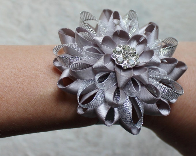 Silver Bridesmaid Bracelet, Silver Flower Wrist Corsage, Silver Flower Bracelet, Silver Bridesmaid Flowers, Silver Wedding, Gray Flowers