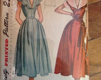 Vintage Simplicity 3153 Scalloped Collar Dress Sewing Pattern 30 Inch Bust