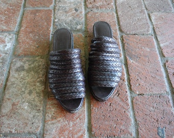 Vintage Womens Size 9.5 Slim Cole Haan Resort Slip On Sandals Wedge Slingbacks Slides Woven Braided Black Leather Moto Hipster Preppy Beach