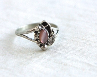 Pink Mother of Pearl Ring Size 6 .75 Vintage Sterling Silver Simple Ring Southwestern Native American Jewelry Signed EC