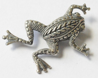 SALE Vintage Sterling Silver Intricate Climbing Frog Pin
