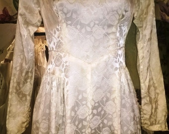 1947 Rose Brocade Vintage Ivory Satin Wedding Dress Size 0