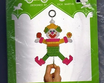 Clown Pull Toy Plastic Canvas Kit  Canvas Carousel 511