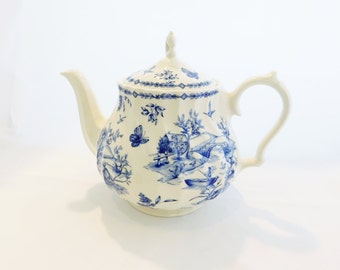 Teapot, Churchill Toile Blue Scalloped Swirl 1980's, Made in England