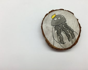 Jellyfish with a Crown Magnet