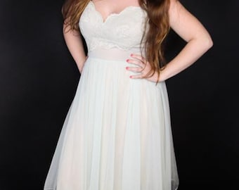 1950's Exquisite Shadowline All Nylon Nightgown in Size 36