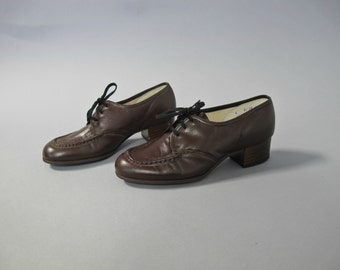 1960s dark brown lace up leather oxfords