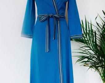 Stunning seventies Italian wrap dress in light blue turquoise. EU 38.