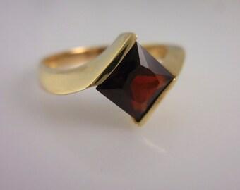 Garnet  and Gold Ring 14 Karat Yellow Gold