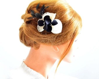 Black and ivory feather hair clip, Feather hair clip, Bridal hair clip in ivory and black, Feather fascinator,  Feather clip, wedding,
