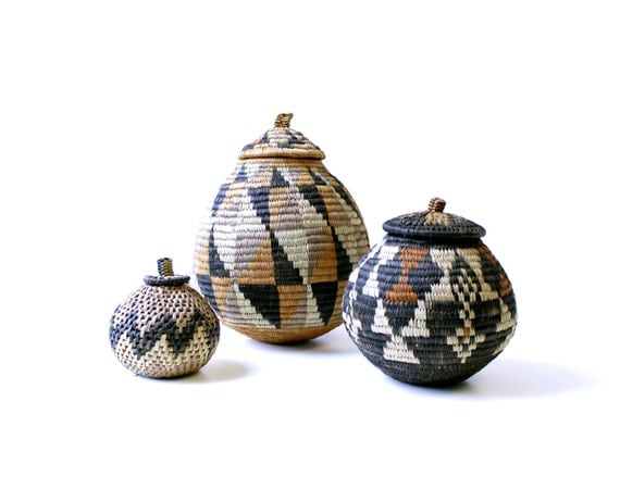 1 available vintage african woven basket with lid round. Black Bedroom Furniture Sets. Home Design Ideas