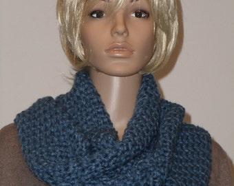 Crochet warm Möbiusschal in Prussian blue