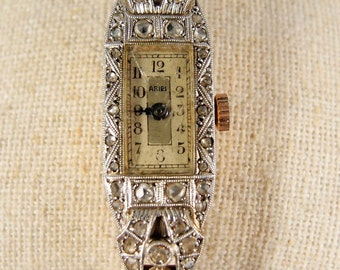 Antique Art Déco watch in 18K solid gold, platinum and 54 diamonds, Stamped fine French jewelry, Circa 1920s