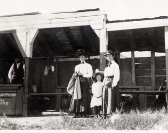 Vintage Snapshot Photo ~ 1913 ~ 5 cent LEMONADE STAND ~ Roadside Americana