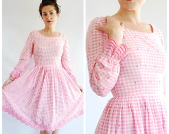 Vintage 1950's Gingham Dress - Pink Embroidered Flare Summer Dress - XS/S