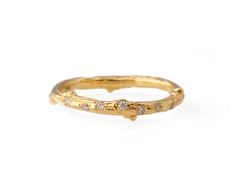 18kt twig ring with scattered diamonds
