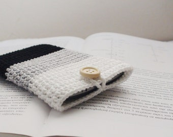White Grey Black crochet iPhone cozy , phone holder, crochet phone case , iPhone Gadget Case, Cotton iPhone Pouch