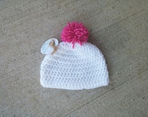 ALREADY MADE - 0-3 MONTHS - White handmade crochet hat with pink pom pom!