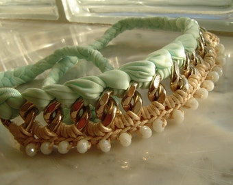 Hot Seller Vintage Chunky Gold Chain Necklace, Light Gold and Acquamarine texil.