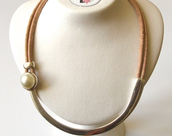 Uncluttered necklace, minimalist jewel, choker in cork, hypoallergenic jewel, pearly cabochon, a pearly gloss cabochon , vegan leather,
