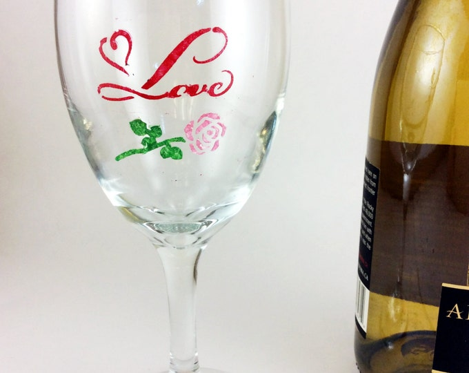Love wine glass, Best wine Glasses, custom wine glass, Wedding glasses, personalized glass, anniversary glasses, bridal shower, wine gift