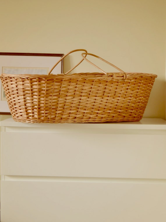 Handmade Wicker Moses Basket : Wicker moses basket to customize with mattress and sheets