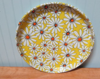Vintage Daisy Pattern Metal Tray