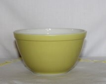 Yellow Pyrex 4 Quart Nesting Bowl