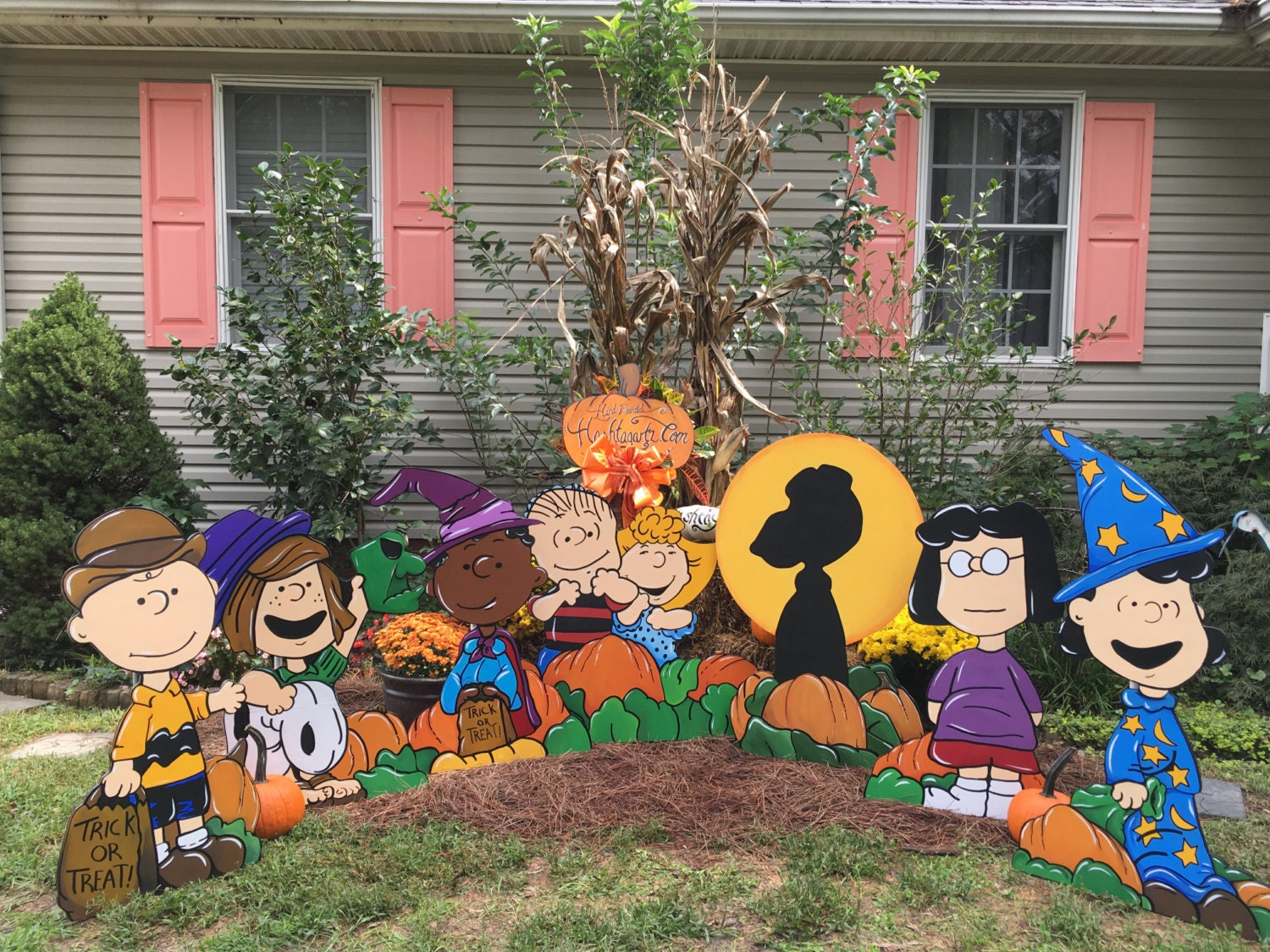 Peanuts Halloween party yard art. Hand painted, Charlie Brown ...