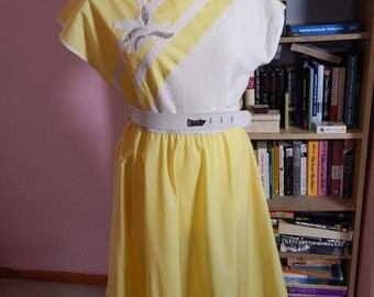 1970s/80s Yellow Cotton Summer Dress With Belt And Pockets Size M