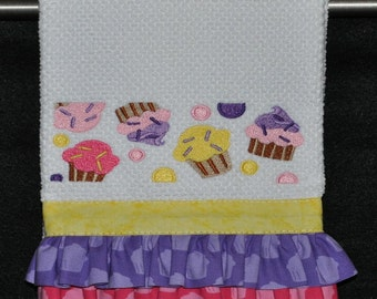 "Embroidered Dish Towel ""Cupcakes"""