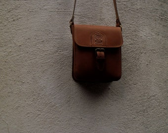small leather bag, brawn leather bag, light brown leather bag, warm brown leather bag, small bag, cross body bag, woman's bag, girl's bag