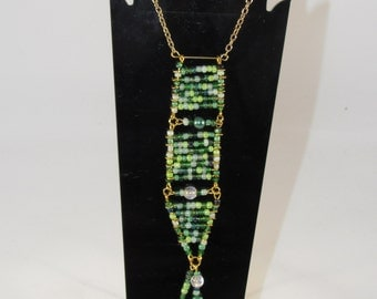Green seed beads leveled necklace