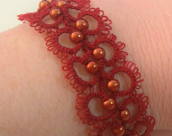 "cotton tatted lace bracelet from ""Calais"" red/tatted bracelet / copper glass beads / clasp Golden/adornment"