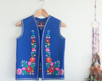 1970s Blue Bohemian FLORAL Embroidered Vest~ Vintage Women's Boho Chic Gypsy Flower Child Clothing~ Ethnic Hungarian Festival Clothing