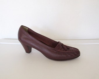Vintage Old Maine Trotters Shoes / Burgundy Leather Heeled Loafers w/ Tassels / Size 8