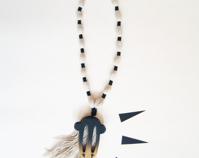Necklace yarn and wood, black yarn on grey, hand braided, ethnical jewels